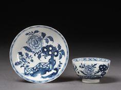 Teacup and saucer   Lowestoft porcelain factor, UK   V  1770-1775