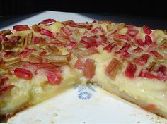 Quick and easy rhubarb custard pie. We made this tonight and it was actually quite tasty plus we had all the ingrediants on hand (I used frozen rhubarb which worked well) Rhubarb Desserts, Rhubarb Cake, Köstliche Desserts, Delicious Desserts, Dessert Recipes, Frozen Rhubarb Recipes, Rhubarb Bread, Small Desserts, Dinner Recipes