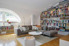 micasaessucasa: Inspiring Attic Apartment Showcasing Charming Details in Sweden