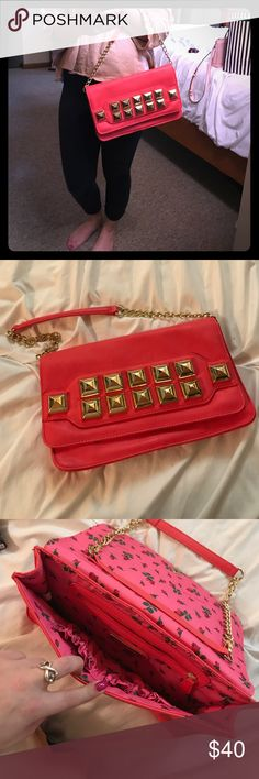 Betsey Johnson 🌹🌷🌹 Beautiful lightly used betsey Johnson bag with detachable strap. can be worn with strap or as a clutch. Hot pink in color with a floral lining and gold hardware. Betsey Johnson Bags Shoulder Bags