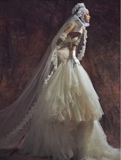 We Love this Beautiful shot of our bride Huang Zoo, this is couture.