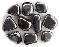 – Hema- significa sangre y -tita- piedra, por la tanto el Hematites es también una piedra de sangre. Es una piedra muy pesada porque el elemento hierro se halla muy concentrado en ella. Si …
