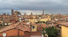 Il Torri tour Bologna: un giro insolito a Bologna con il naso all'insù, scoprendo le oltre 20 torri medioevali della città.