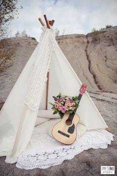 hippie wedding 573997915003868038 - un mariage hippie chic – Kamelion-couture Source by tampon_mariage Hippie Chic Outfits, Boho Outfits, Hippy Chic, Boho Chic, Chic Chic, Handmade Wedding, Boho Wedding, Hippie Chic Weddings, Hippie Bride