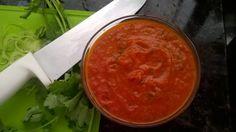 Receita de Molho de tomate caseiro (para congelar). Enviada por Juliana Moreti e demora apenas 40 minutos.