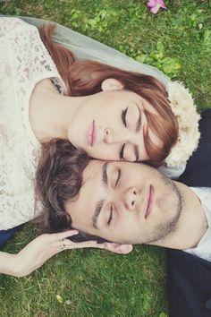 Such a sweet wedding photo idea. Lisa Jane Photography.