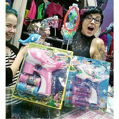 Koko meidän henkilökunta on seonnu näihin saippuakuplapyssyihin! Turquoise Hair, Teal Hair, Green Hair, Piercing Tattoo, Inked Girls, Girl Tattoos, Dyed Hair, Cyber, Bubbles