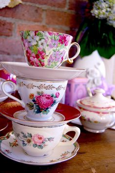 love vintage tea cups. must add to my collection