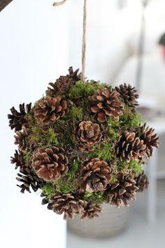 DIY. Styrofoam ball, pinecones and moss. http://villaklaraberg.blogspot.no/