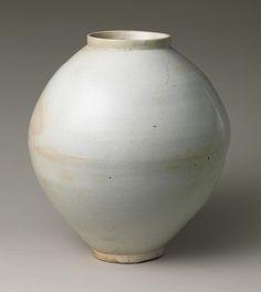 Joeson period 'Moon Jar' - white porcelain.
