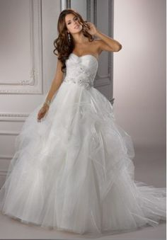 i love this. i love the frills... this is the kind of dress i want...