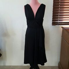 ☆ WHBM cross back gown dress size 6 NWOT Elegant and stunning dress Side accent Rouching waistband Crisscross back Zipper  NO TRADES White House Black Market Dresses