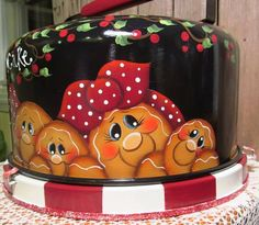 Hand Painted Metal Gingerbread Cake Holder with Dome Cake Holder, Gingerbread Cake, Pintura Country, Tole Painting, Country Primitive, Cake Plates, Metallic Paint, Hand Painted, Painted Metal