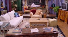 In three brand new ads Ikea recreates sets of the iconic living rooms of Friends, Stranger Things, and The Simpsons using their own furniture. Zoom Wallpaper, Monicas Apartment, Friends Apartment, Diy Home Decor For Apartments, Ikea, Hogwarts Great Hall, Color Celeste, Messy House, Living Room Background