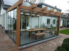 Jaw-Dropping kleine Terrasse mit Glaswänden Ideen zu kopieren The Effective Pictures We Offer You About how to build a Pergola A quality picture can tell you many things. You can find the most bea Outdoor Pergola, Backyard Pergola, Patio Roof, Diy Patio, Patio Ideas, Corner Pergola, Metal Pergola, Pergola With Roof, Cheap Pergola