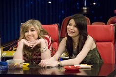 Miranda Cosgrove in iCarly: (Season - Picture 30 of 119 Nickelodeon Shows, Nickelodeon Cartoons, Icarly Carly, Icarly And Victorious, The Thundermans, World Tv, Casting Pics, Miranda Cosgrove, Jennette Mccurdy