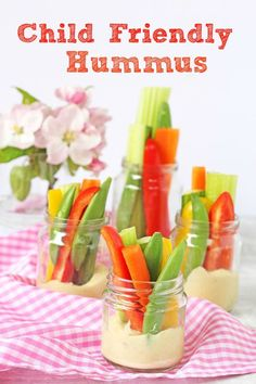 A child friendly hummus recipe served with crudites. Perfect as a snack or for summer picnics. Picnic Food Kids, Picnic Snacks, Picnic Foods, Picnic Dinner, Baby Snacks, Picnic Ideas, Hummus Recipe Without Tahini, Toddler Meals, Kids Meals