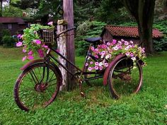 Bicycle and flowers Bicycle Decor, Old Bicycle, Old Bikes, Bike Planter, Deco Nature, Vintage Stil, Bike Art, Yard Art, Lawn And Garden