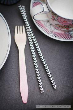 Cute straws and ombre fork! Via Fräulein Klein