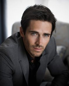 BRANDON BEEMER est un acteur américain né le 27 février 1980 à  Eugene, Oregon. Filmographie principale : -2005 Suits on the Loose de Rodney Henson. -2013 Bering Sea Beast de Don E. FauntLeRoy. -2014 Une ombre sur le mariage de Ron Oliver.