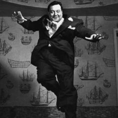 Jackie Gleason Jumpology Pics of Famous Folx by Phillipe Halsman from http://vintage-everyday.blogspot.com