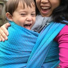 Oliver and Alva in Facett Marble. Ⓜ️ A thicker, wool blend in Didymos new weave. Link in profile.  #toddlerwearing #babywearingshop #babywearingstore #littlezenone #didymos #didylove #nofilter #turquoisewraps #facettmarble #woolwraps #woolwraplovera #carrythem #babywearing #wearallthebabies #wovenwraps #bluewraps