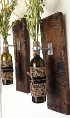 Wall sconces with wild flowers. Recycled wood about x (Bottle Centerpieces Kitchen) Wine Bottle Art, Wine Bottle Crafts, Wine Bottles, Rustic Wall Sconces, Rustic Wall Decor, Rustic Wood, Quinta Interior, Wine Decor, Recycled Wood