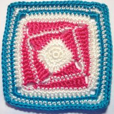 I AM...CRAFTY!: Hooked on Granny Squares...free pattern!