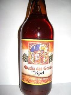 Cerveja Abadia das Gerais Tripel, estilo Belgian Tripel, produzida por  Cervejaria Caseira, Brasil. 8.5% ABV de álcool.