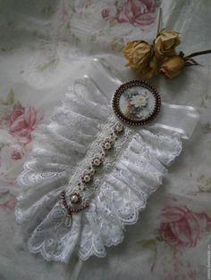 Купить Брошь-жабо - белый, брошь-жабо, женственное украшение, подарок девушке, подарок женщине