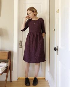 f836d9be408a77 Knee length linen thistle dress. Styled with leather shoes and delicate  necklace. Mid Length