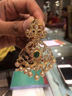 Gold Jhumka Earrings, Indian Jewelry Earrings, Gold Bridal Earrings, Fancy Jewellery, Jewelry Design Earrings, Gold Earrings Designs, Gold Jewellery Design, Bridal Jewellery, Diamond Earrings