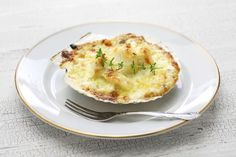 Coquilles Saint Jacques – Julia Child Recipes Julia Child's classic recipe for Coquilles Saint Jacques – a luscious seafood appetizer made of scallops gratinéed with wine, garlic and herbs. Appetizers For A Crowd, Seafood Appetizers, Appetizer Recipes, Fish Recipes, Seafood Recipes, Cooking Recipes, Julia Childs, Coquille St Jacques, Gluten Free Puff Pastry