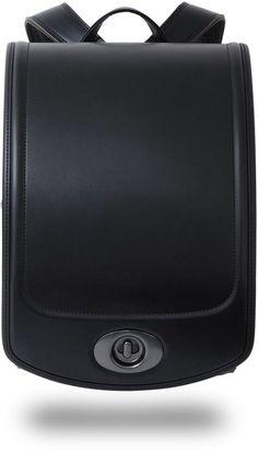 "VONDS ランドセル。深く、高級感あふれる黒色。定番色だからこそ、VONDSランドセルが採用している最高級生地""ベルバイオ5""の質感と、落ち着いた高級感あふれるデザインが6年間お楽しみいただけます。"
