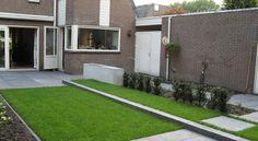 groen gras juiste bemesting, verhoogde grasveld van 10 cm maairand van schellevis beton tuinontwerp taxus baccate maat 40/60 en 150/175 met kluit