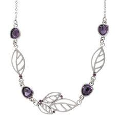 Smykke, 40 cm med lilla fasetterte glassjuveler, sølvplattering