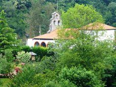 Iglesia de Palomar, pueblo en la primera etapa del Anillo Ciclista de la Montaña Central de Asturias Información de oferta  para disfrutar esta actividad http://www.bttasturias.es/pages/index/monta-en-bike-anillo-ciclista