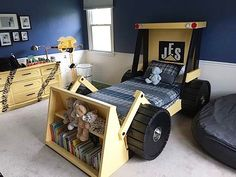 Tractor bed for a little construction enthusiast. Love the bookshelves, it's so creative! Great kid's room inspiration. Follow us @mysleepymonkeys for more inspiration! Check out our latest article: 14 Ideas For a Dream Room You Wish You Had As A Kid http://www.mysleepymonkey.com/decor-ideas/kids-dream-room/