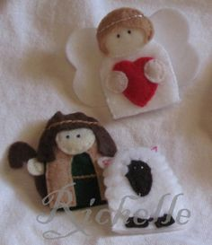 Richelle's Creative Corner: Nativity Finger Puppets  I really like the angel. Make it an ornament from an old glove. Hummmm.