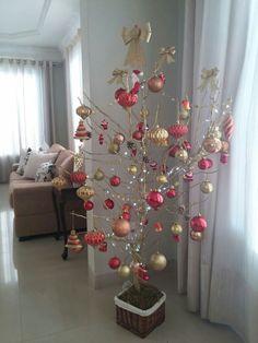 Minha árvore de Natal, criada a partir de galhos secos.