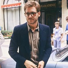 As seen on such retro celebrities as Harrison Ford. Round P3 shaped frame that is sure to add some retro and elegance to your daily activities. Made with an acetate frame, metal hinges and gradient po