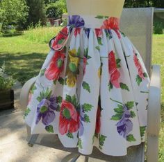 Vintage Apron with Poppies / Poppy Fabric Vintage Apron / Very Full Vintage Apron. $15.00, via Etsy.