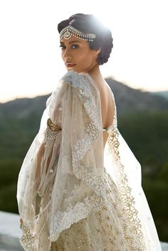 All white bride ! dreams - had i an indian wedding Indian Dresses, Indian Outfits, Indian Fashion Trends, Indian Fashion Modern, Asian Bridal, Desi Wedding, Wedding Bride, Pakistani Bridal, Indian Attire