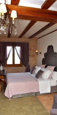   LA MOZAIRA   Hotel La Mozaira para una cena y escapada romántica, en Valencia, habitación Vicenta  