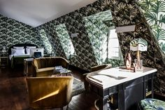 Why do French hotels have such eye-destroying wallpaper? | The Messy Nessy Chic Paris Hotel Guide : Hôtel Providence Paris