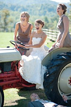 Discover budget wedding tips. John Deere Wedding, Tractor Wedding, Farm Wedding, Chic Wedding, Wedding Events, Dream Wedding, Budget Wedding, Wedding Ceremony, Weddings