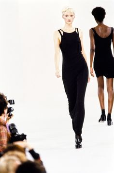 See the complete Calvin Klein Collection Spring 1994 Ready-to-Wear collection.