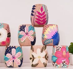 Mates de madera de algarrobo realizados a mano #juanitalaprida Painted Plant Pots, Painted Flower Pots, Pots D'argile, Diy And Crafts, Arts And Crafts, Pottery Painting Designs, Ideias Diy, Ceramic Painting, Diy Art