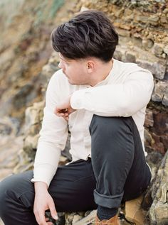 We used natural tones of whites, creams and browns with hints of coral throughout the design. Captured by White Cat Studio and Styled by Petal&Twine. Wedding Designs, Wedding Styles, Coral Eyeshadow, Irish Beach, Beach Groom, Beach Elopement, Groom Looks, Romantic Beach, Wedding Proposals