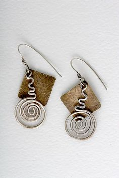 Etched bronze and sterling earrings Copper Jewelry, Clay Jewelry, Jewelry Crafts, Jewelry Art, Copper Wire, Hair Jewellery, Fashion Jewelry, Geek Jewelry, Jewellery Shops